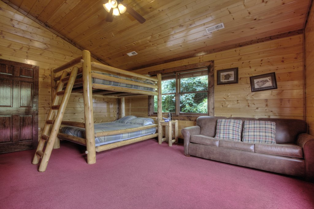 Photo of a Gatlinburg Cabin named Mystical Creek Pool Lodge #600 - This is the thirty-fourth photo in the set.