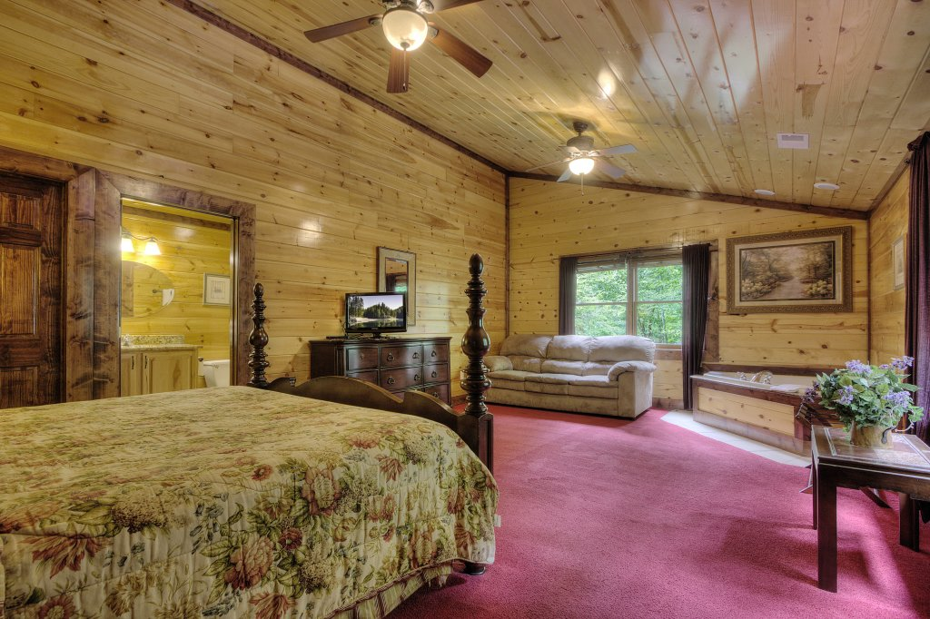 Photo of a Gatlinburg Cabin named Mystical Creek Pool Lodge #600 - This is the forty-fourth photo in the set.