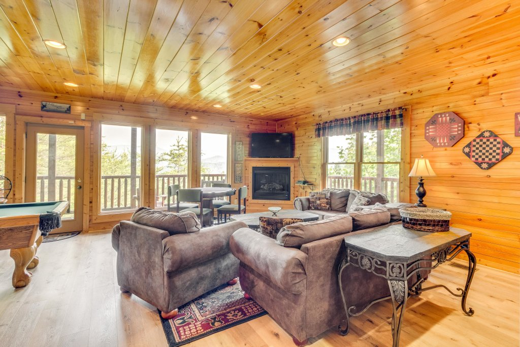 Photo of a Sevierville Cabin named Grizzly Manor - This is the ninth photo in the set.