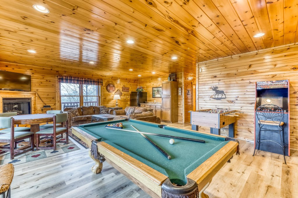 Photo of a Sevierville Cabin named Grizzly Manor - This is the eighth photo in the set.