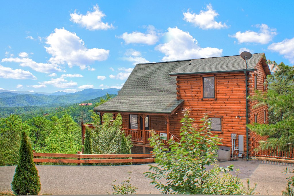 Photo of a Sevierville Cabin named Grizzly Manor - This is the thirty-second photo in the set.