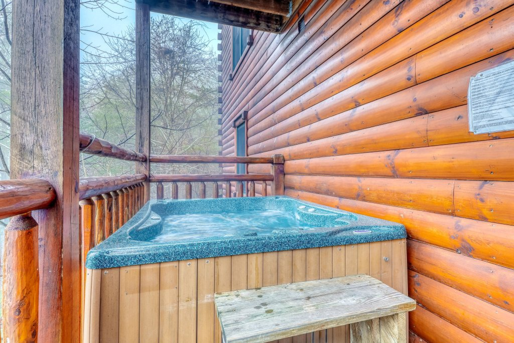Photo of a Sevierville Cabin named Grizzly Manor - This is the thirty-first photo in the set.