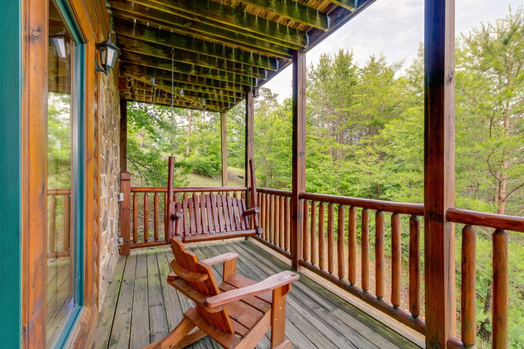 Photo of a Sevierville Cabin named Grizzly Manor - This is the thirty-third photo in the set.