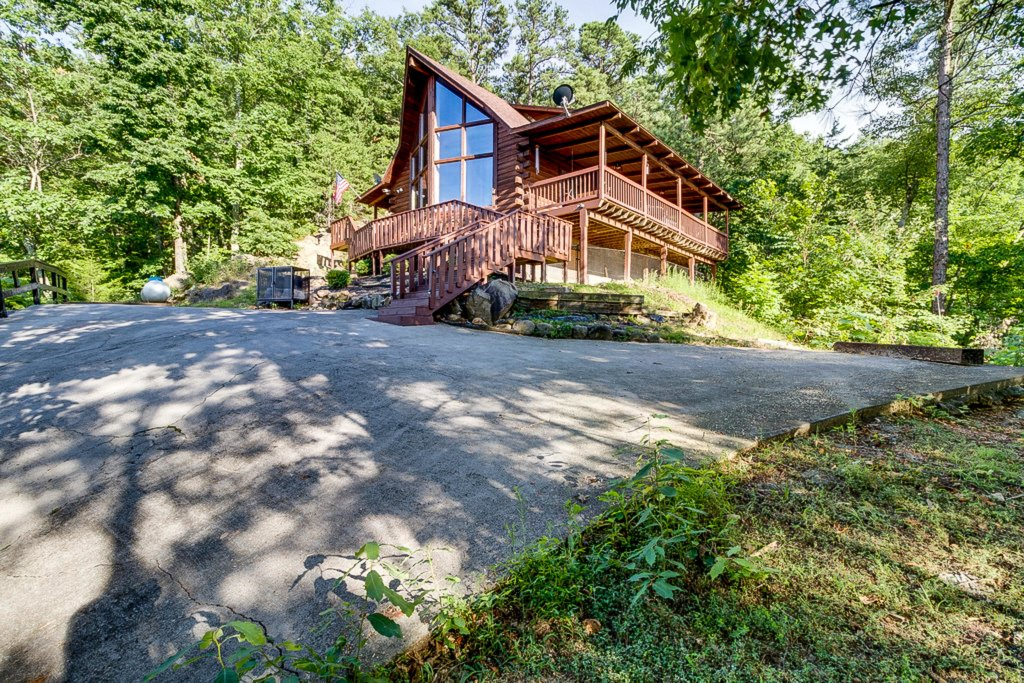 Photo of a Pigeon Forge Cabin named Scenic Hideaway - This is the second photo in the set.