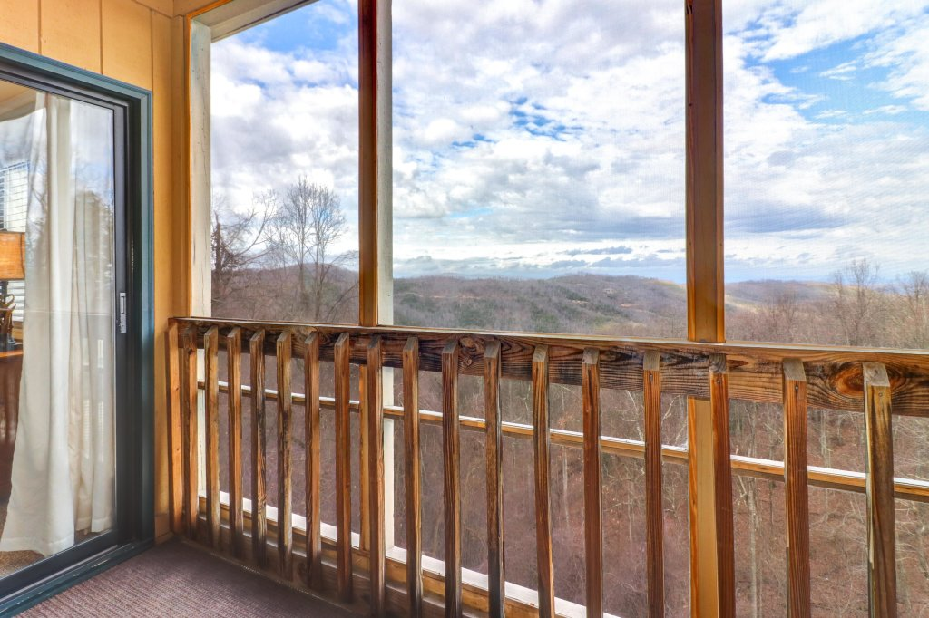 Photo of a Gatlinburg Cabin named Mountain Top Retreat - This is the second photo in the set.