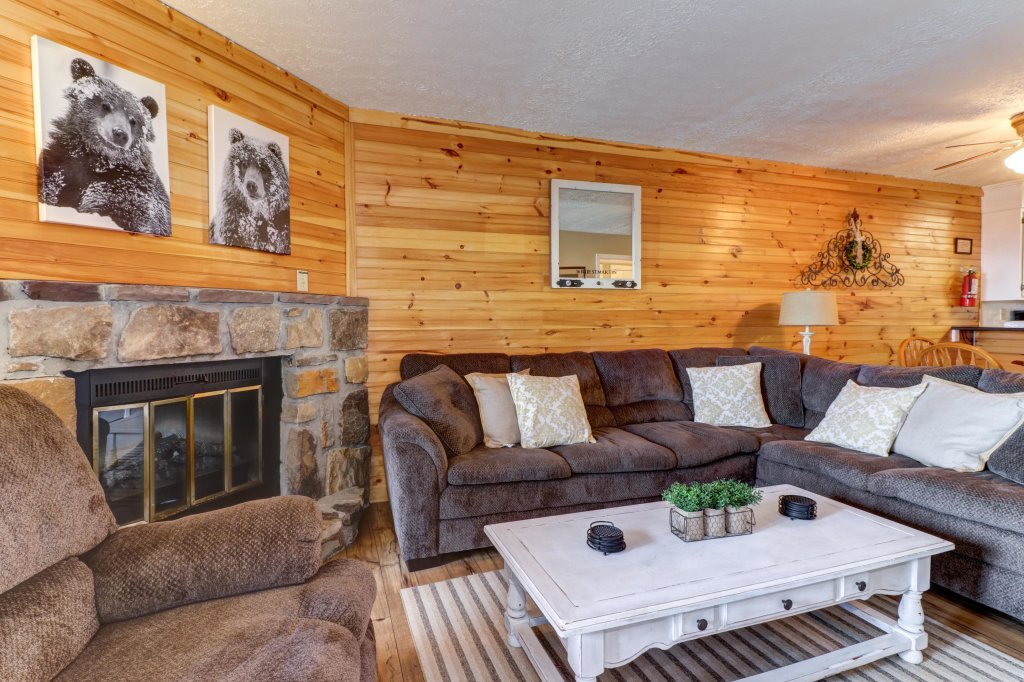 Photo of a Gatlinburg Cabin named Mountain Top Retreat - This is the fifth photo in the set.