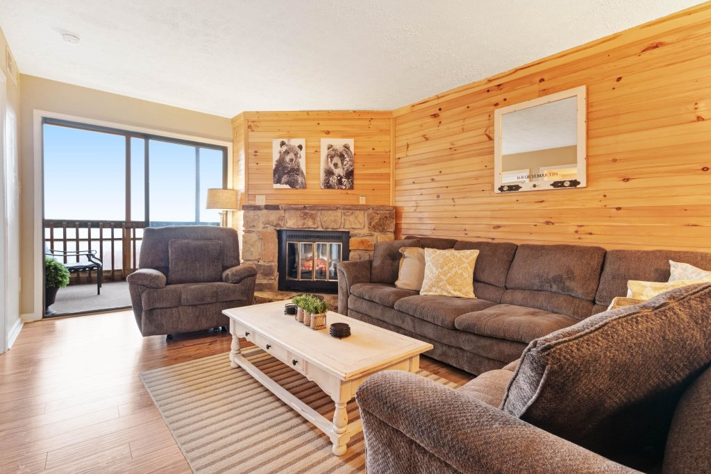 Photo of a Gatlinburg Cabin named Mountain Top Retreat - This is the first photo in the set.