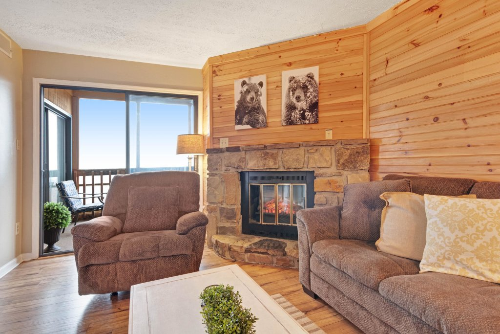 Photo of a Gatlinburg Cabin named Mountain Top Retreat - This is the fourth photo in the set.