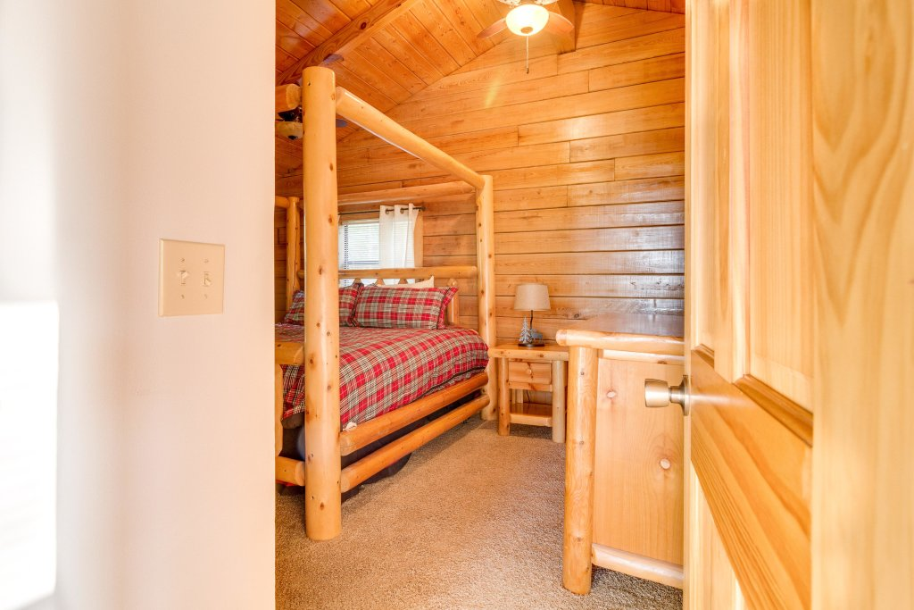 Photo of a Pigeon Forge Cabin named Scenic Hideaway - This is the twentieth photo in the set.