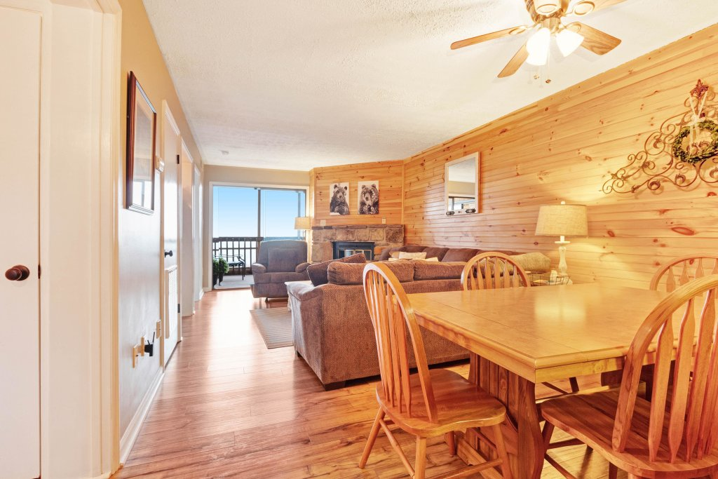 Photo of a Gatlinburg Cabin named Mountain Top Retreat - This is the tenth photo in the set.