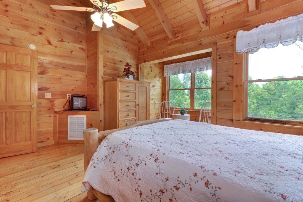 Photo of a Gatlinburg Cabin named Appalachian View - This is the fourteenth photo in the set.