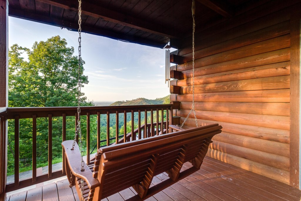Photo of a Pigeon Forge Cabin named Scenic Hideaway - This is the thirty-first photo in the set.