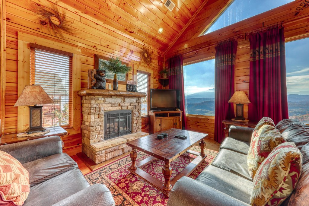 Photo of a Pigeon Forge Cabin named High Expectations - This is the third photo in the set.