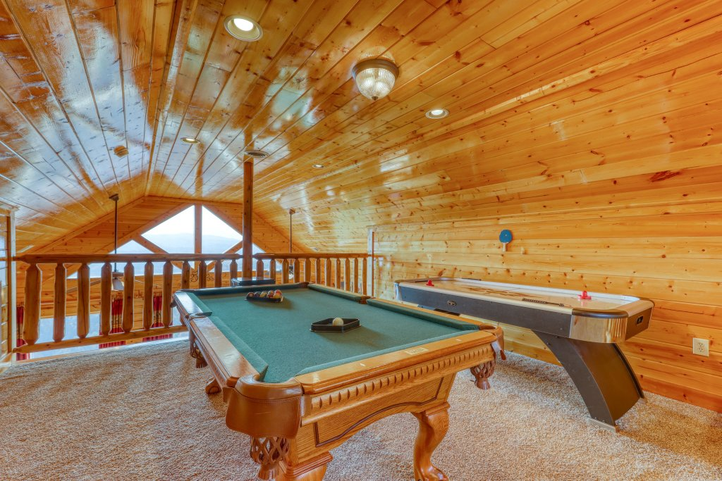 Photo of a Pigeon Forge Cabin named High Expectations - This is the fourth photo in the set.