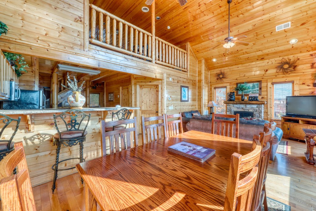 Photo of a Pigeon Forge Cabin named High Expectations - This is the sixth photo in the set.