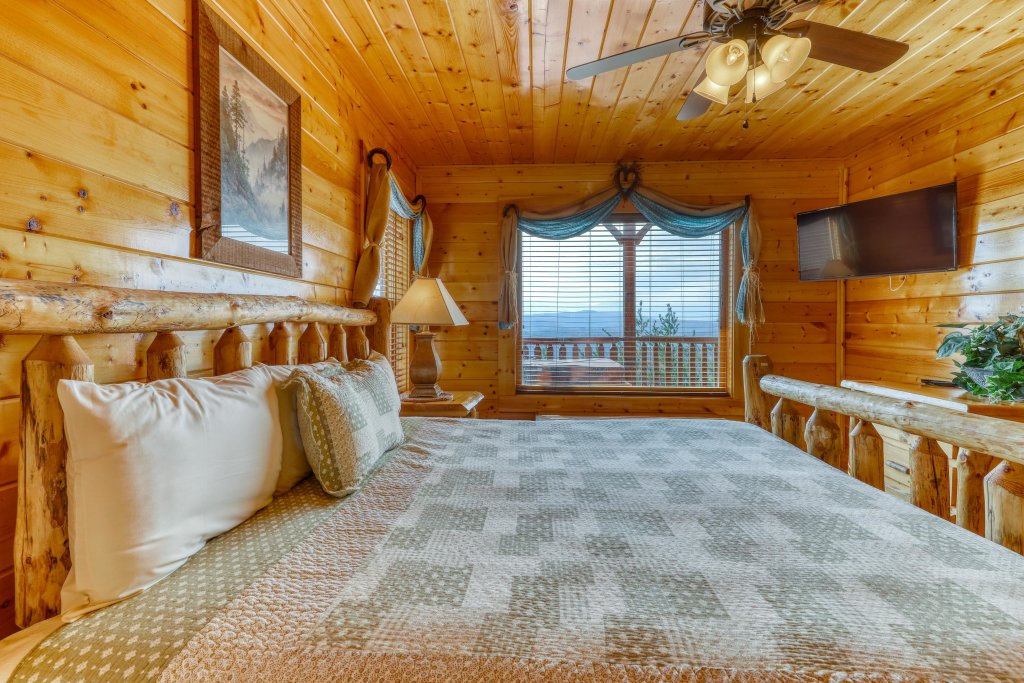 Photo of a Pigeon Forge Cabin named High Expectations - This is the thirteenth photo in the set.