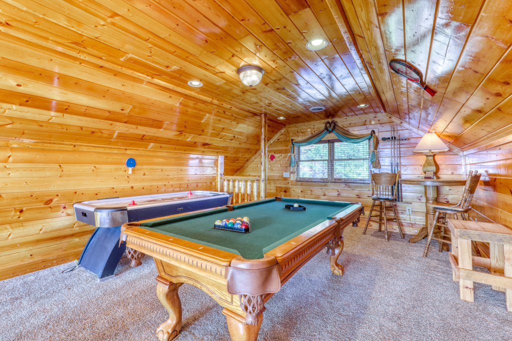 Photo of a Pigeon Forge Cabin named High Expectations - This is the sixteenth photo in the set.