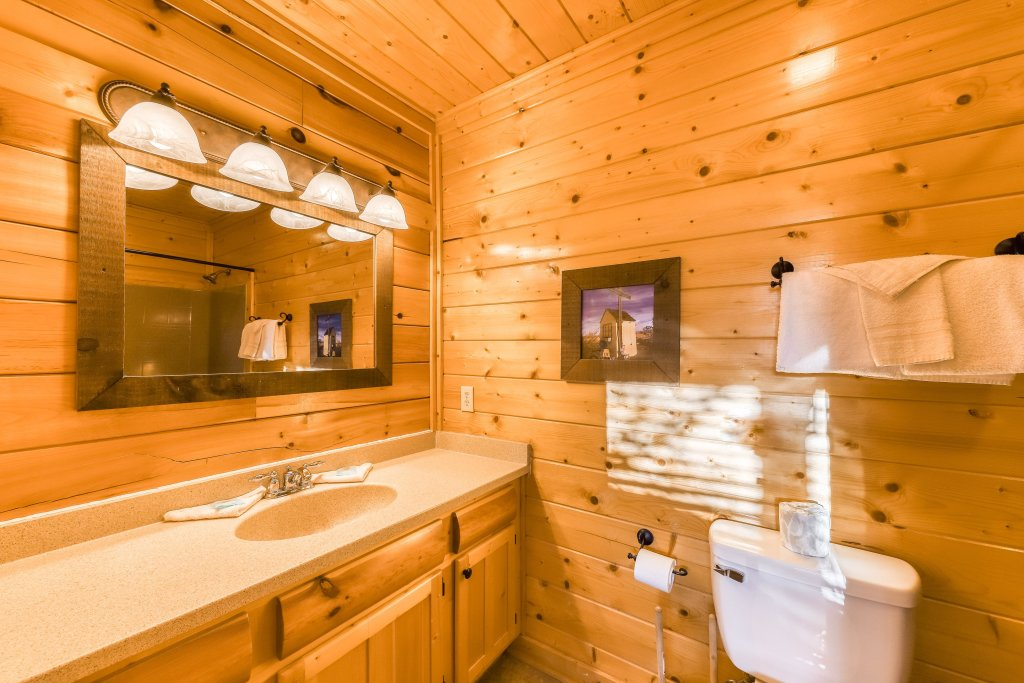 Photo of a Pigeon Forge Cabin named Bearly Believable - This is the sixteenth photo in the set.