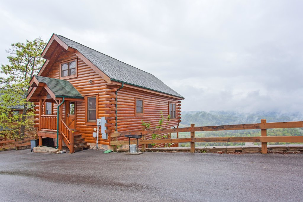 Photo of a Pigeon Forge Cabin named High Expectations - This is the twenty-ninth photo in the set.