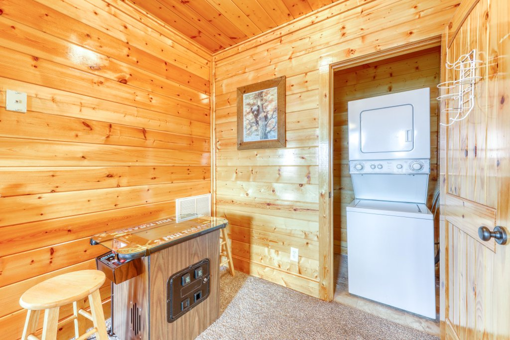 Photo of a Pigeon Forge Cabin named High Expectations - This is the seventeenth photo in the set.