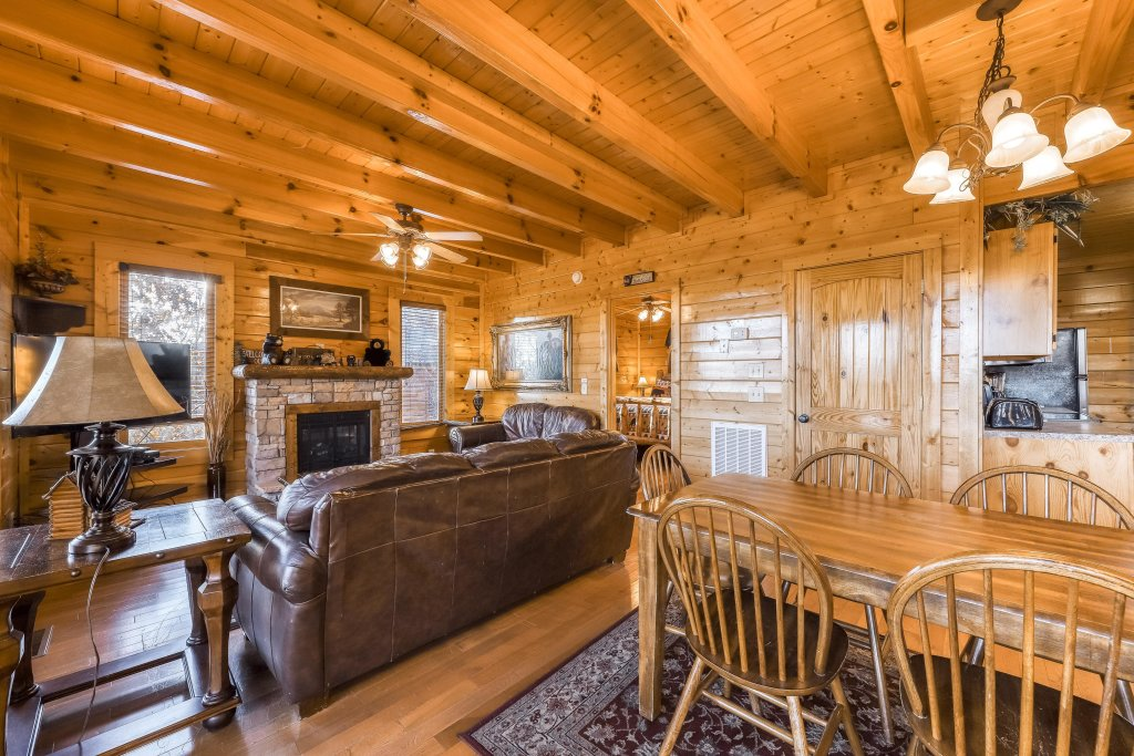 Photo of a Pigeon Forge Cabin named Bearly Believable - This is the tenth photo in the set.