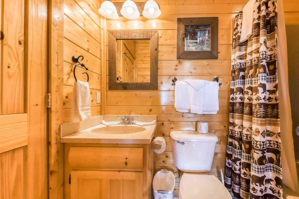 Photo of a Pigeon Forge Cabin named Bearly Believable - This is the twenty-first photo in the set.