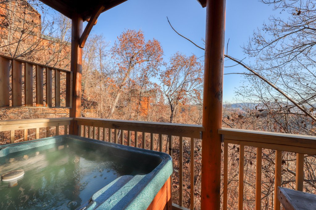 Photo of a Pigeon Forge Cabin named Bearly Believable - This is the third photo in the set.