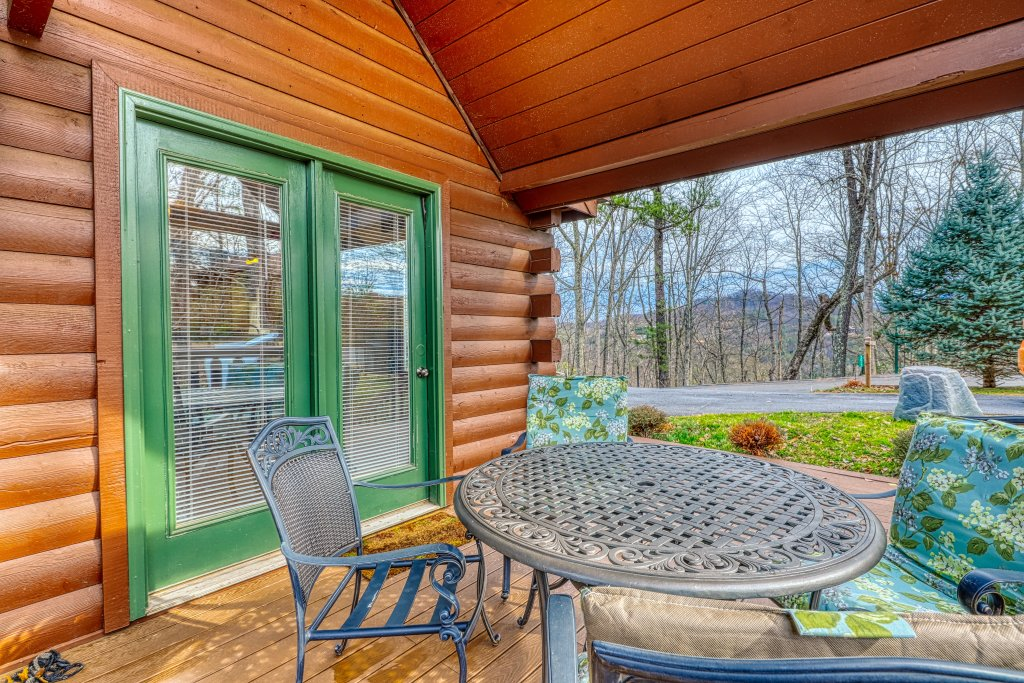 Photo of a Sevierville Cabin named Sunset Rendezview - This is the thirty-first photo in the set.