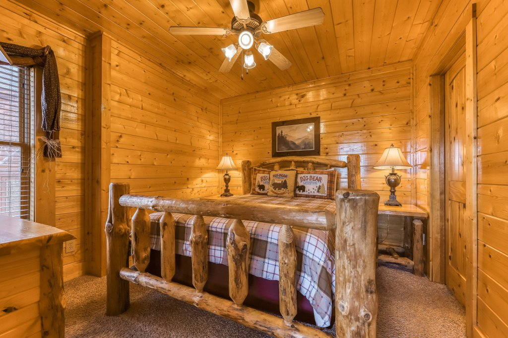 Photo of a Pigeon Forge Cabin named Bearly Believable - This is the twentieth photo in the set.