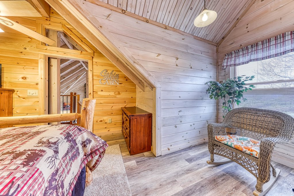 Photo of a Sevierville Cabin named Sunset Rendezview - This is the twenty-fourth photo in the set.