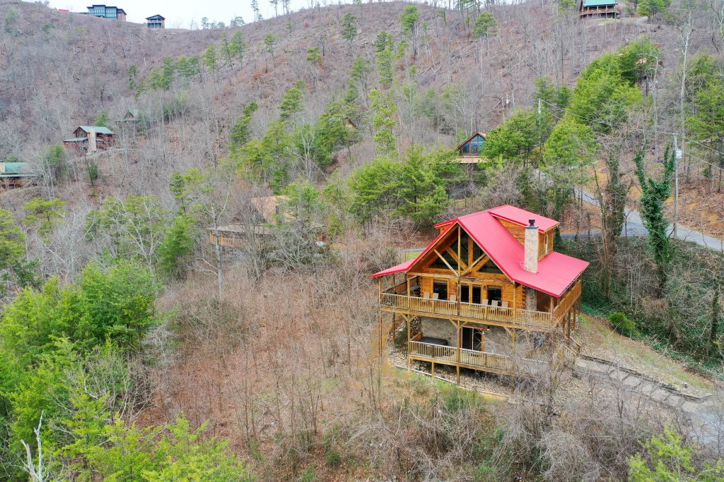 Photo of a Sevierville Cabin named Ain't No Mountain High Enough - This is the first photo in the set.