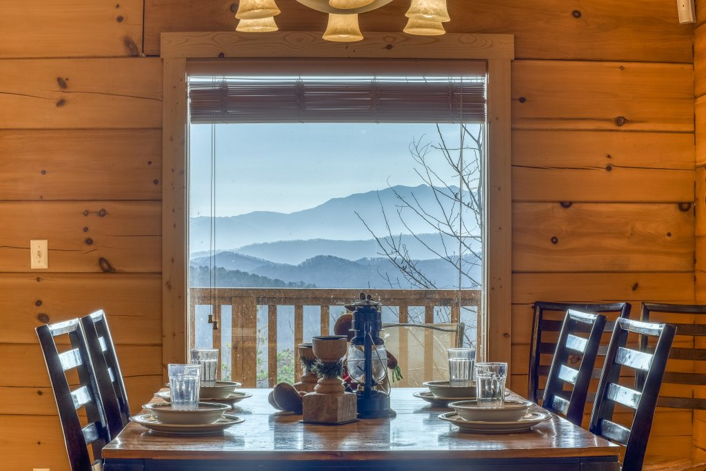 Photo of a Sevierville Cabin named Ain't No Mountain High Enough - This is the fifth photo in the set.
