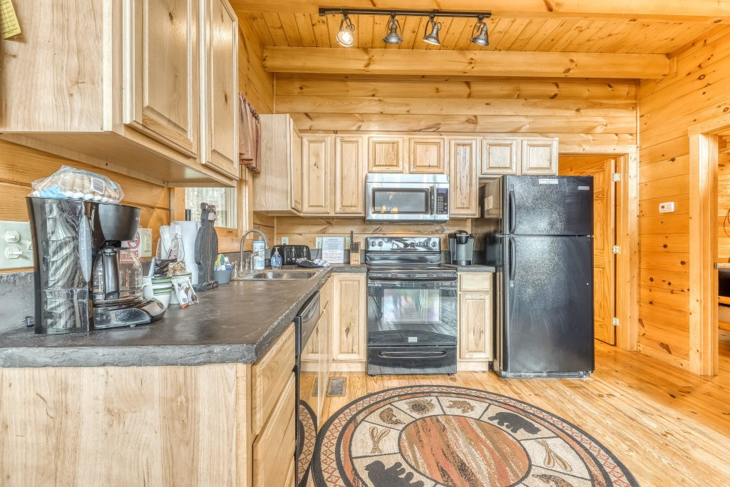 Photo of a Sevierville Cabin named Ain't No Mountain High Enough - This is the twelfth photo in the set.