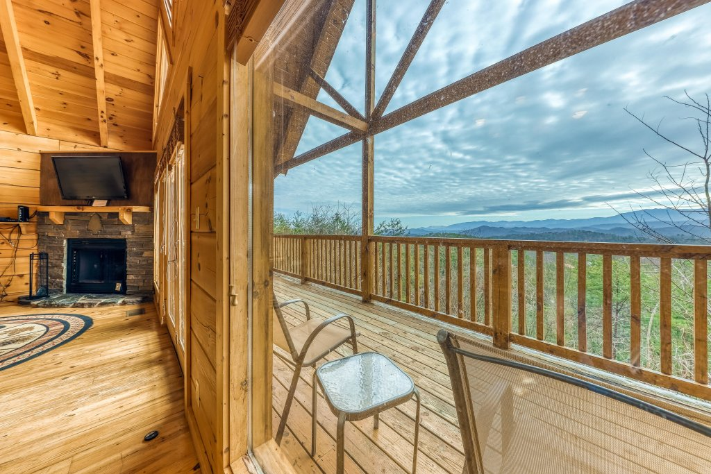 Photo of a Sevierville Cabin named Ain't No Mountain High Enough - This is the fourteenth photo in the set.