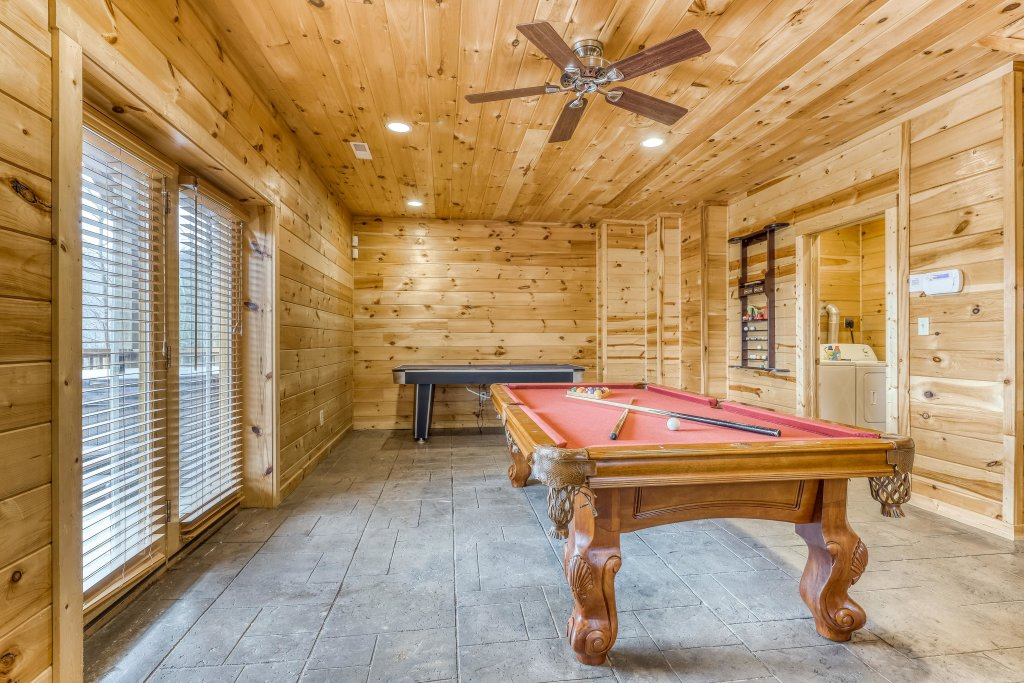 Photo of a Sevierville Cabin named Ain't No Mountain High Enough - This is the sixteenth photo in the set.