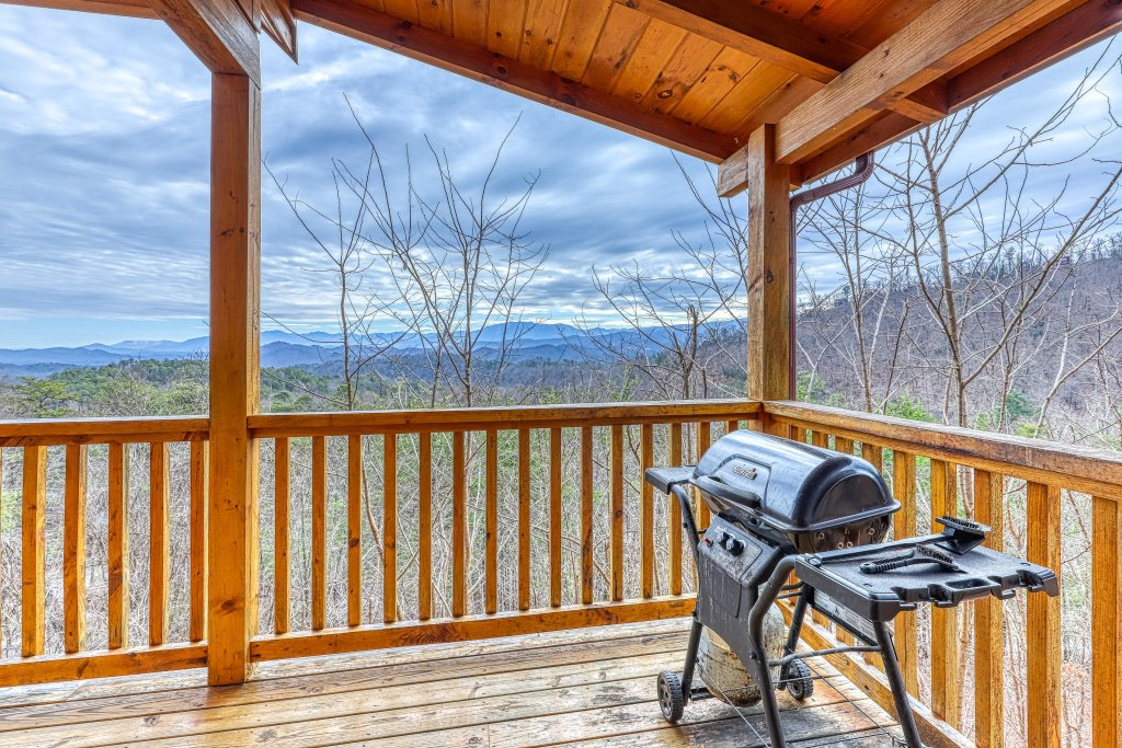 Photo of a Sevierville Cabin named Ain't No Mountain High Enough - This is the twenty-ninth photo in the set.