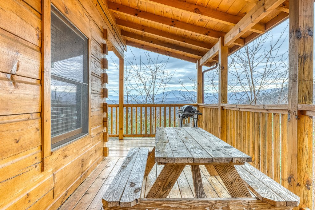 Photo of a Sevierville Cabin named Ain't No Mountain High Enough - This is the twenty-eighth photo in the set.