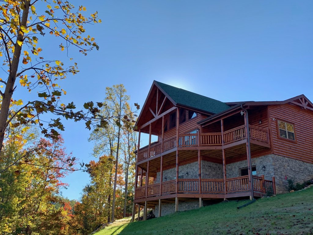 Photo of a Sevierville Cabin named Majestic View Lodge #426 - This is the first photo in the set.