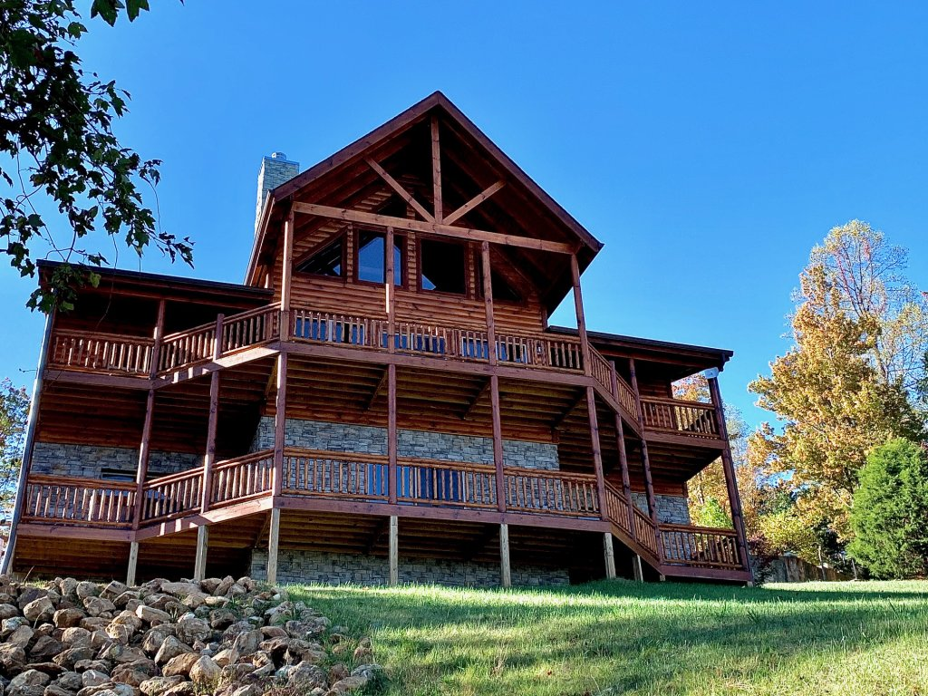 Photo of a Sevierville Cabin named Majestic View Lodge #426 - This is the second photo in the set.
