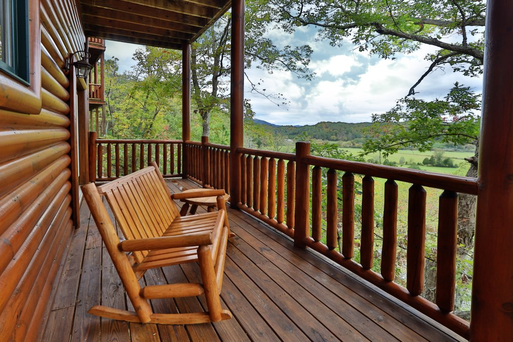 Photo of a Sevierville Cabin named Dream Come True #555 - This is the fifty-seventh photo in the set.
