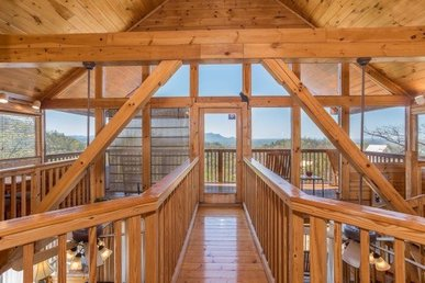 A 1 Bedroom, 2 Bath Luxury Cabin For 4 With A Pool Table & Incredible Views.