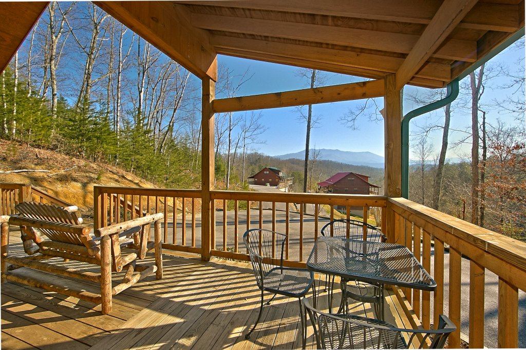 Photo of a Gatlinburg Cabin named A Slice Of Heaven - This is the fourth photo in the set.