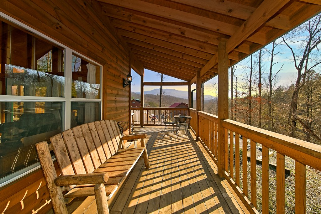 Photo of a Gatlinburg Cabin named A Slice Of Heaven - This is the third photo in the set.