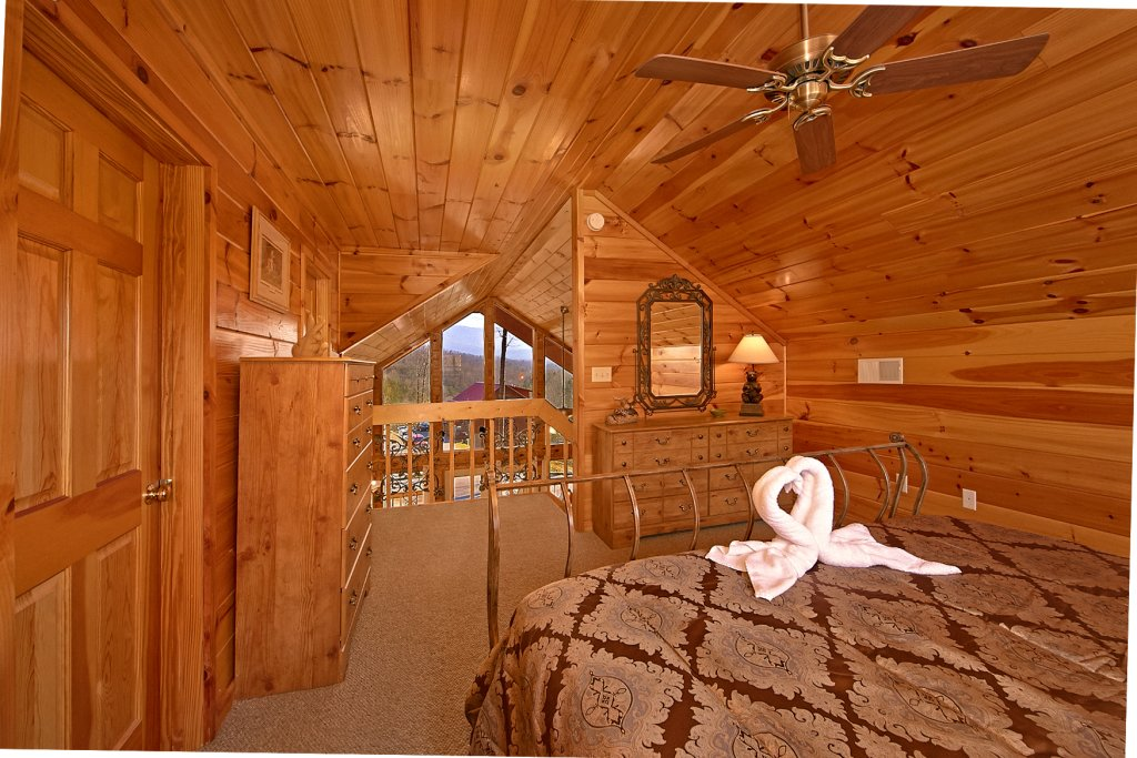 Photo of a Gatlinburg Cabin named A Slice Of Heaven - This is the fourteenth photo in the set.