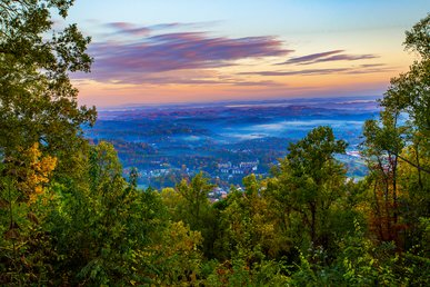 Breathtaking 100 Mile Mountain/city Views! 5 Mins. To Pkwy In Pigeon Forge!!