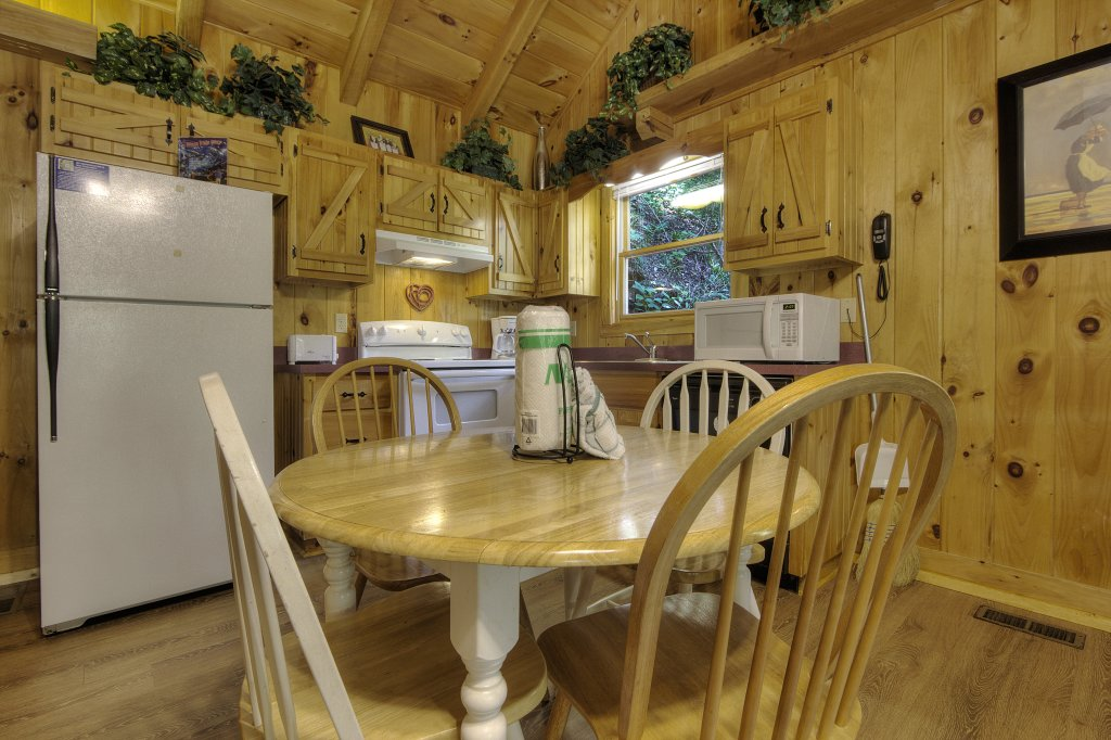 Photo of a Pigeon Forge Cabin named Stream Of Love #374 - This is the twentieth photo in the set.