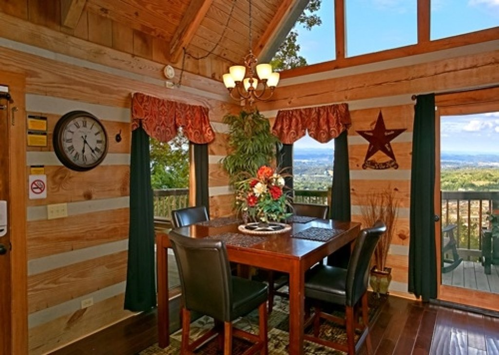 Photo of a Pigeon Forge Cabin named Eagle's View - This is the ninth photo in the set.