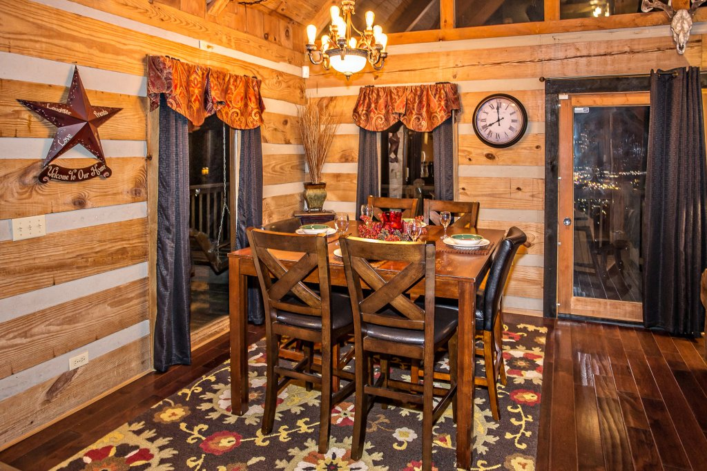 Photo of a Pigeon Forge Cabin named Eagle's View - This is the thirteenth photo in the set.