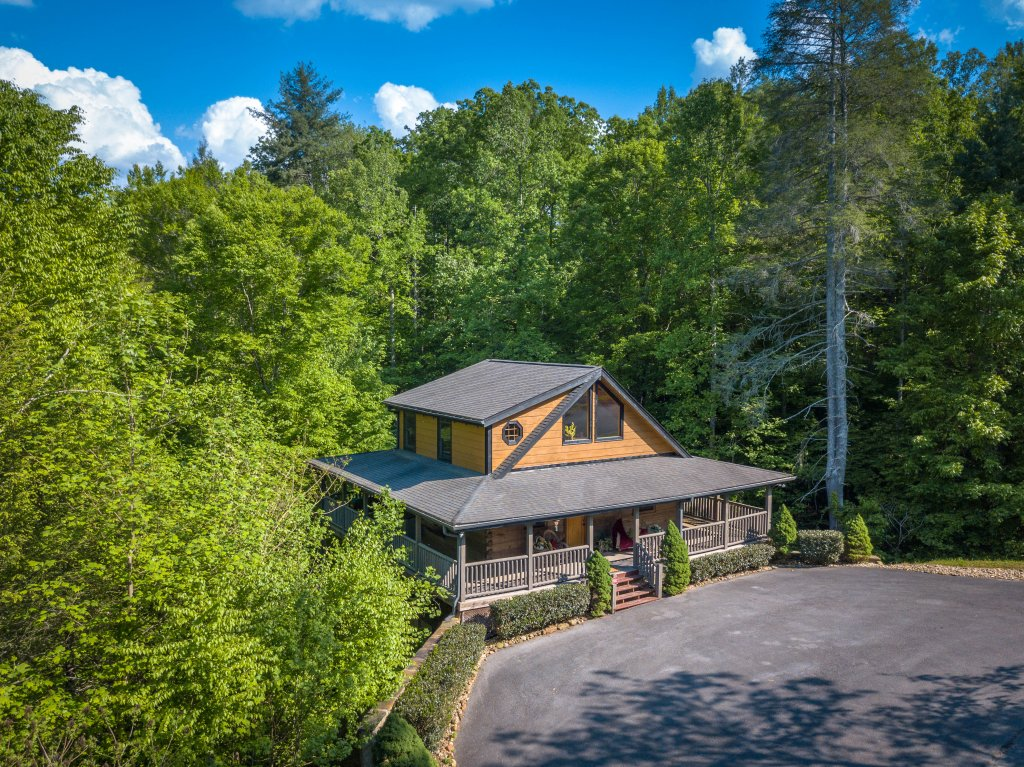Photo of a Sevierville Cabin named Cedar Forest - This is the third photo in the set.