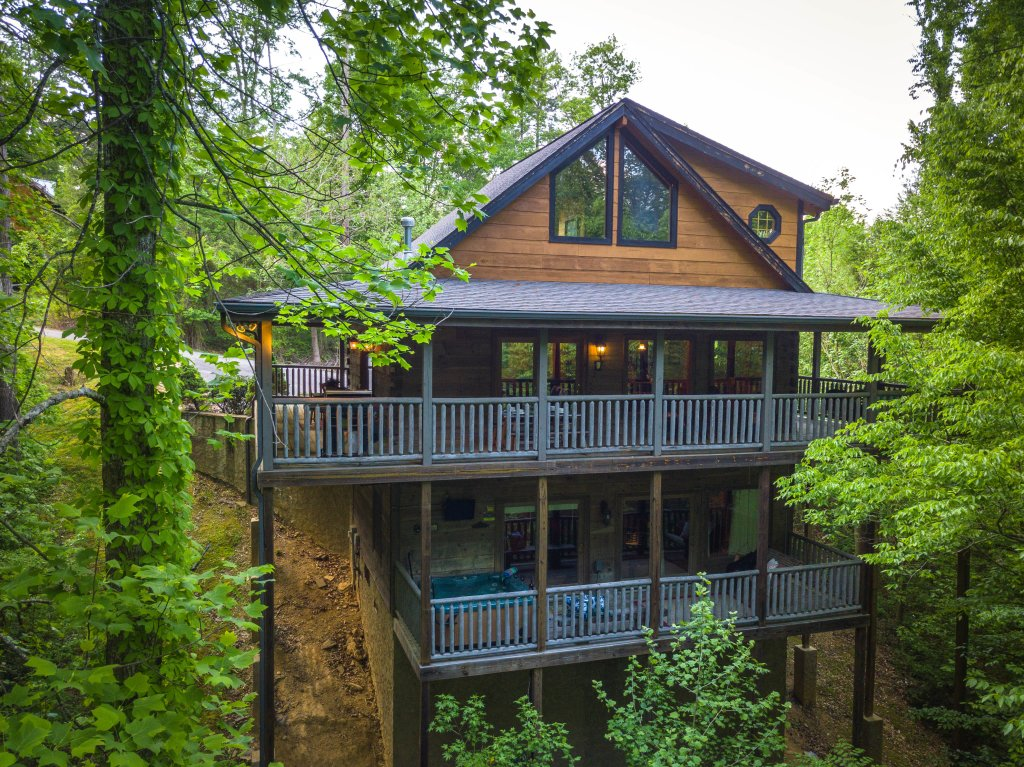 Photo of a Sevierville Cabin named Cedar Forest - This is the second photo in the set.